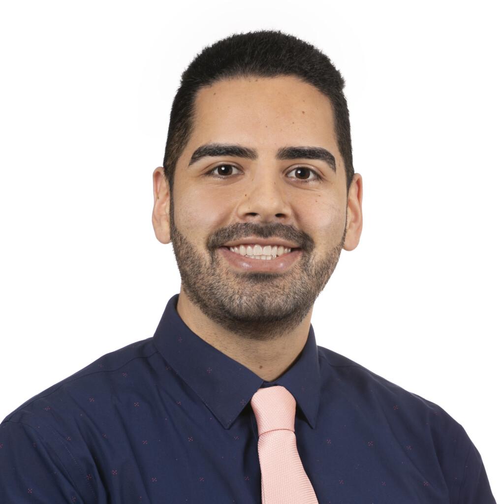 Gustavo Olguin headshot